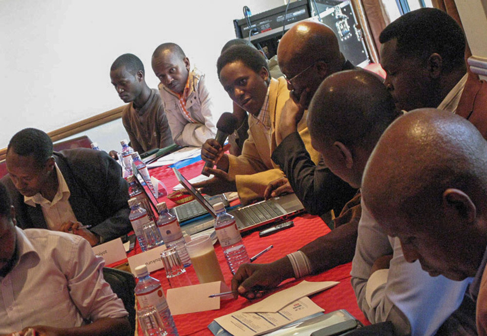 Rwandan journalist Fred Mwasa discusses the media situation in his country among East African journalist colleagues during the investigative reporters' forum in Nairobi, September 2012. Seated to his left, is GLMI board member and Kenyan journalist Wanjohi Kabukuru. (Photo by Sally Stapleton, GLMI)